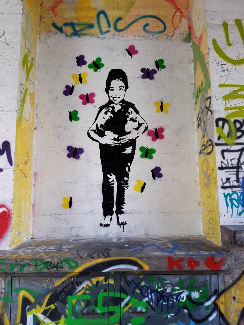 Graffiti im Turmdurchgang Kreuzkirche, Schulprojekt von Josepha, 15 Jahre